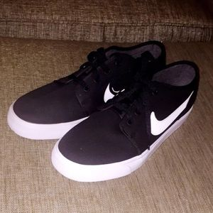 Men's black & White Nike canvas sneakers